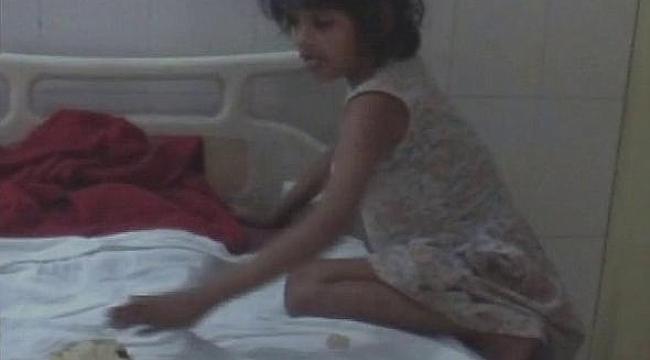 Polis maymunlarla yaşayan bir kız çocuğu buldu