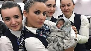 Uçakta doğan bebeğe ömür boyu bedava bilet