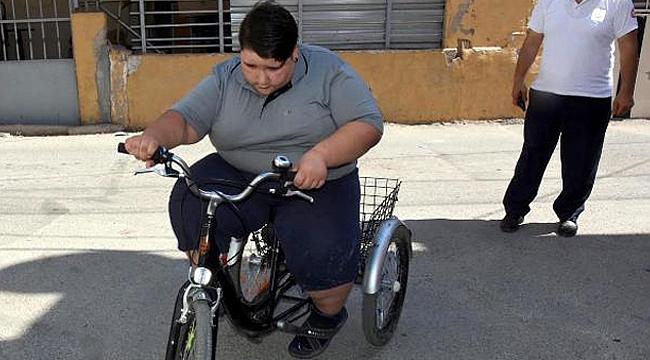 10 yaşındaki çocuk 165 kiloya ulaştı