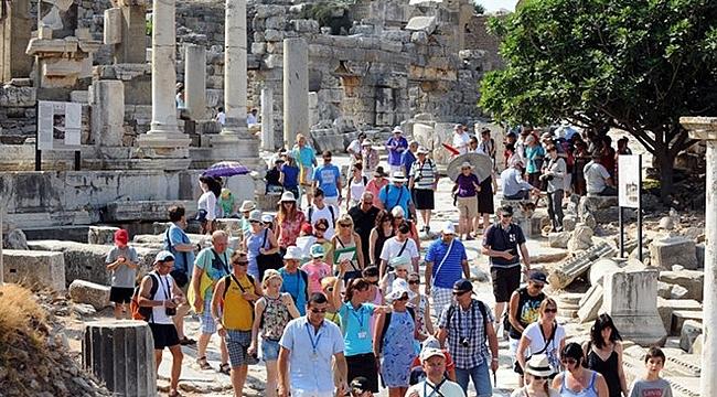 Türkiye'ye ilk beş ayda 8.76 milyon turist geldi