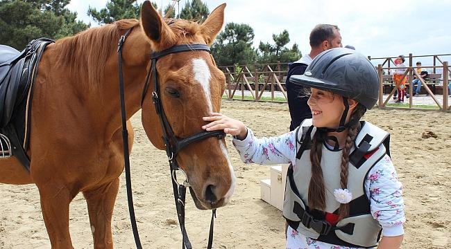 Gebzeli çocukların at sevgisi