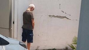İlhan Şeşen yolun ortasına tuvaletini yaptı
