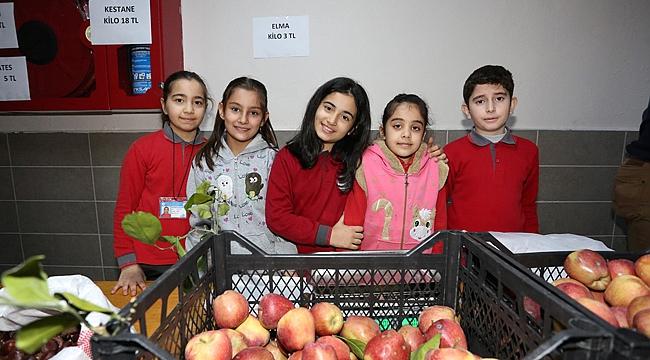 Sebzeler okulda satıldı