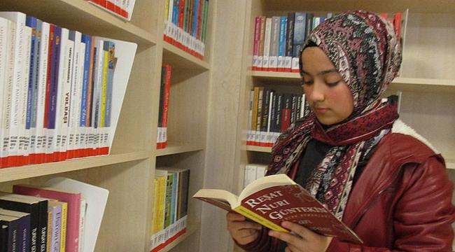 Semiha'nın kitap sevgisi herkese örnek oluyor