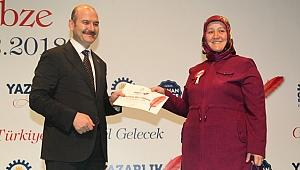 Kursiyerler sertifikalarını Bakan Soylu'dan aldı