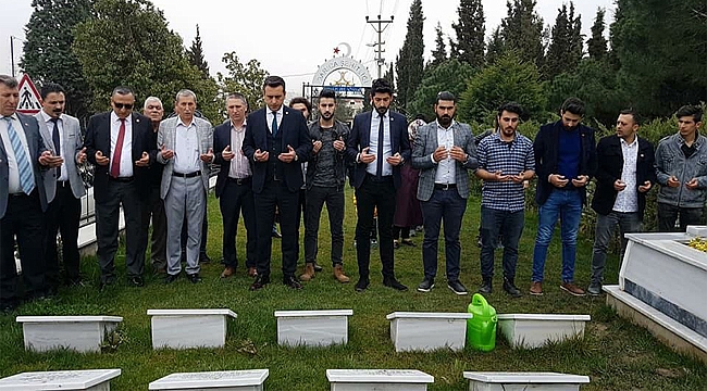CHP Darıca şehitliği ziyaret etti