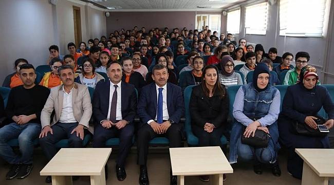 Karabacak öğrenciler ile buluştu