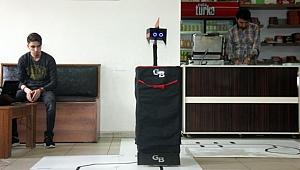 Liseliler garson robot üretti