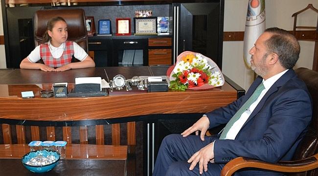 Başkan Toltar, koltuğunu Küçük İrem'e bıraktı