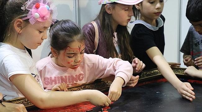 Çocuklar Türk Bayrağı için kolları sıvadı