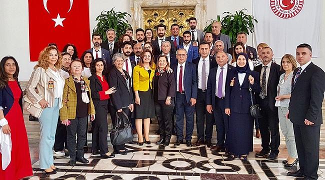 Tarhan, partililerini mecliste ağırladı