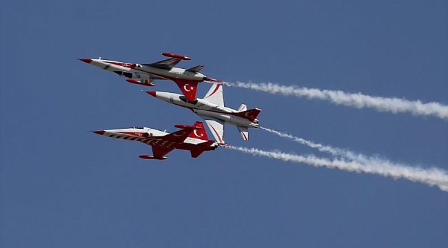 Türk Yıldızları'ndan gösteri