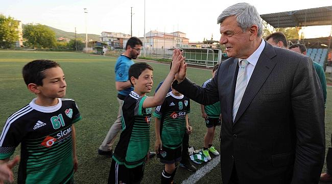 Başkan Karaosmanoğlu amatörü önemsiyor