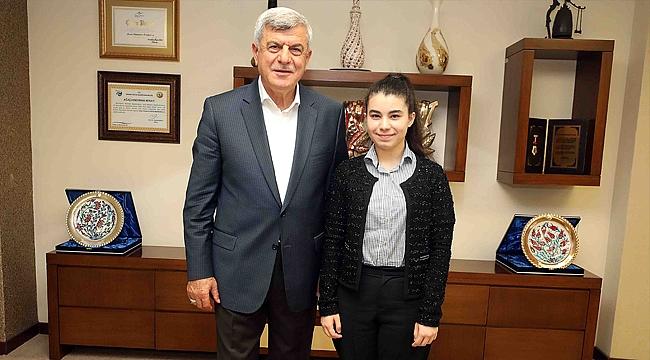 """Karaosmanoğlu, """"Elif kızımız Kocaeli'nin gururu olacak"""""""