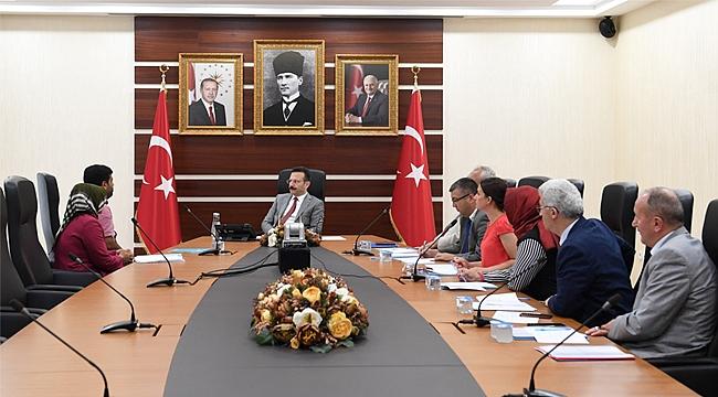 Vali Aksoy vatandaşlarla bir araya geldi