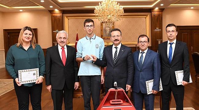 Vali Aksoy tebrik etti