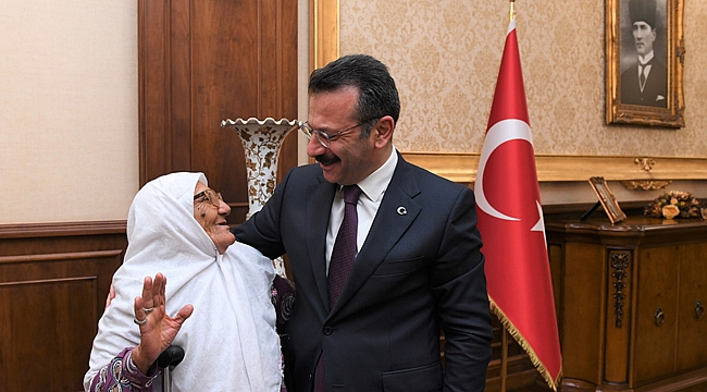 """Aksoy, """"Yaşlılarımız toplumsal sevgiden güç alırlar"""""""