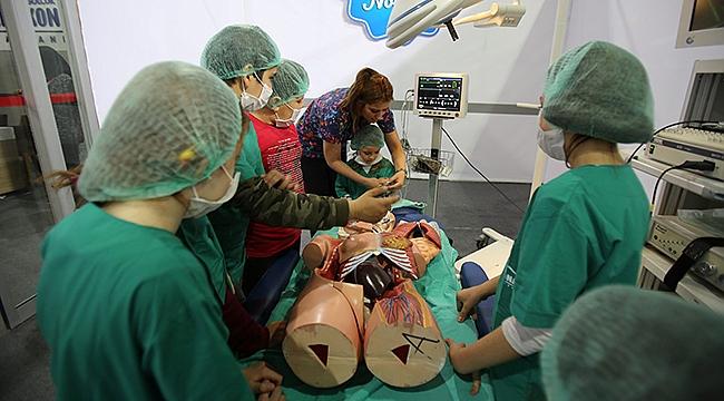 Minikler doktor oldu, ameliyathaneye girdi