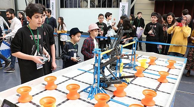 Robotlar, bilim merkezinde yarıştı