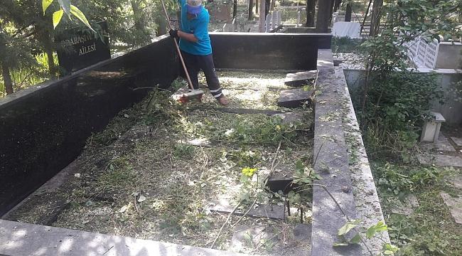 Darıca mezarlıklarında bayram temizliği