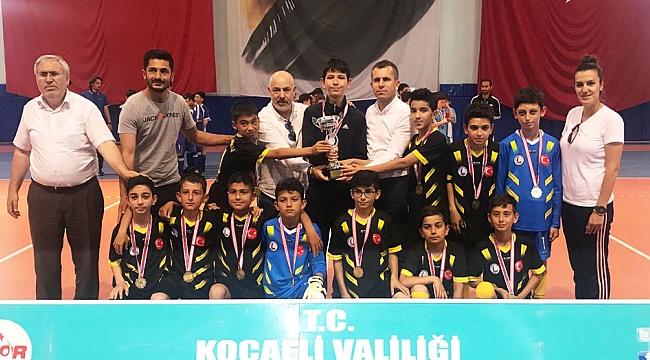 Futsal erkeklerde Çayırova geleneği değişmedi
