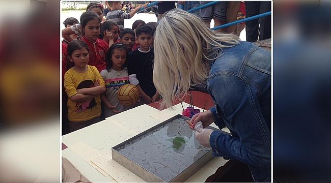 Minik öğrenciler ebru sanatıyla tanıştı