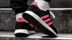 Adidas logosunun ayırt edici özelliği yok