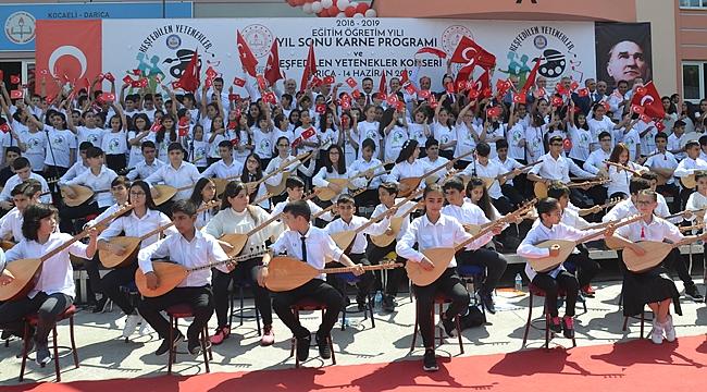 Darıca'da karneleri Vali Aksoy dağıttı