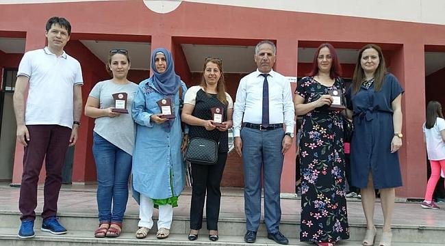 Mustafa Üstündağ'da plaket dağıtıldı