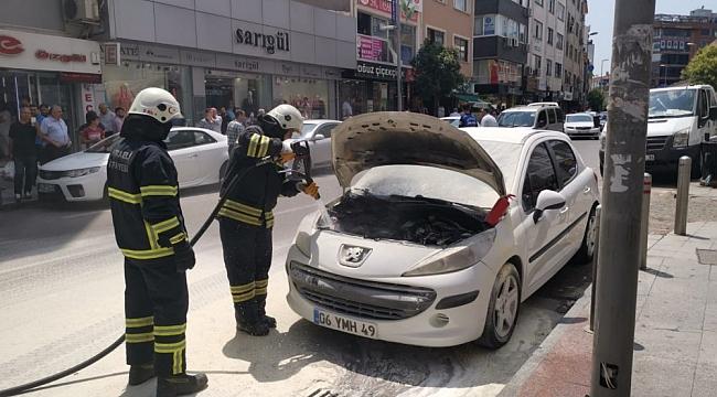 Yeni Çarşı'daki araç yangını korkuttu