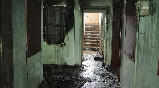 Kirazpınar'da apartmana yıldırım düştü