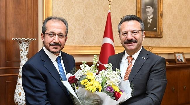 Müftü Cihan'dan Vali Aksoy'a çiçekli ziyaret