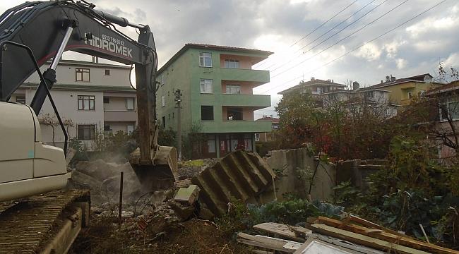 Darıca Belediyesi yıkıp geçiyor!