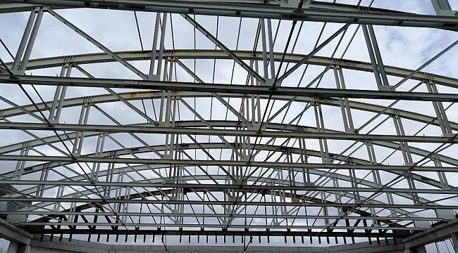 Darıca'daki dev spor salonunun çatısı kapanıyor