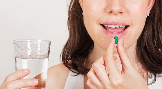 İlaç kullanırken ne kadar su içilmeli?
