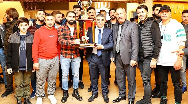 O Kupa Başkan Şayir'in elinde