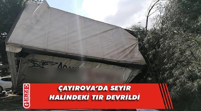 Çayırova'da tır devrildi; 1 yaralı