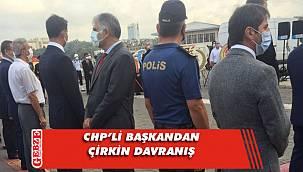 Cumhurbaşkanı Erdoğan'ın mesajı okunurken sırtını döndü