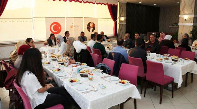 Karabacak Suriyeli öğretmenlerle buluştu